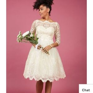 Chi chi London guilded grace lace dress in ivory